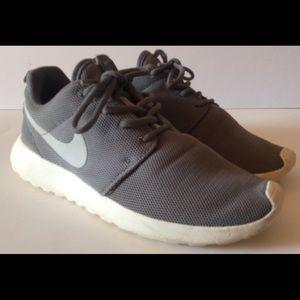 Nike Roshe One Running Shoes Size 7.5US 844994-003